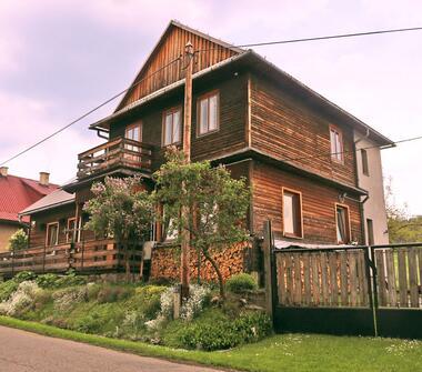 Nietuzinkowy drewniany dom po renowacji