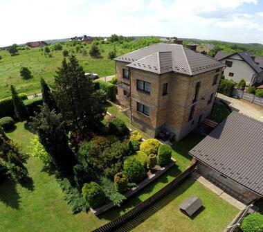 Komfortowy, dwurodzinny dom w Trzebini z przepięknym ogrodem.